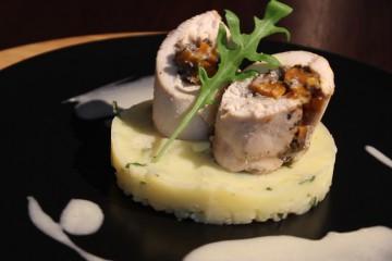 Après la bruchetta hier voici le plat de notre menu de la semaine proposé par Fanny Tytgat. Une gigolette de poulet aux arômes estivaux