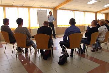l'Association des Moniteurs et Instructeurs de Secourisme remettent à jour leurs connaissances