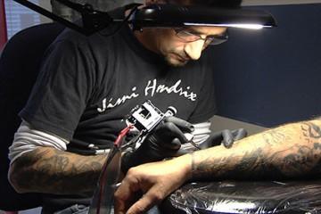 Frédéric Metzinger, tatoueur installé en Moselle-Est