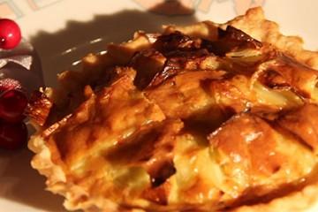 Martine DURTHALER prépare des tartelettes au roquefort
