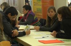 Des lycéens en quête d'avenir au forum d'orientation