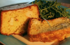 Nastazia Zwojszczyk prépare un cake au surimi