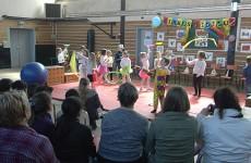 spectacle de cirque en allemand avec les CP de l'école de la Blies