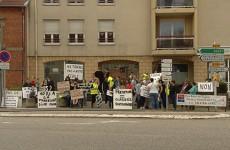Mobilisation des parents d'élèves contre la fermeture d'une classe a l'école du Witz à Woustviller.
