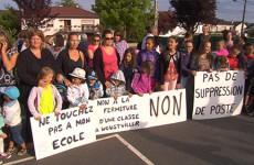 Manifestation des parents d'élèves qui se battent toujours contre la fermeture d'une classe.