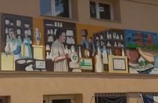Une fresque aux couleurs de Sarreguemines décore désormais le bâtiment du périscolaire rue de la cité