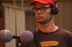 Laurent Sassi est à l'écoute de l'Usine Sécofab en préparation d'un spectacle pour le festival Cabanes
