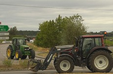 les agriculteurs en colère bloquent l'autoroute A4