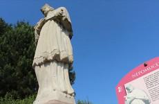 La statue de Népomucène sur la montagne d'Albe