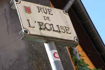 La rue de l'Eglise à Woelfling