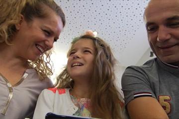 Après la France a un incroyable talent, Erza revient sur la scène nationale avec un album en coopération au profit de l'Unicef