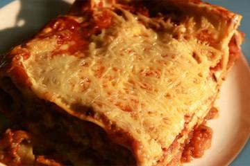 Cyrielle prépare des lasagnes aux courgettes