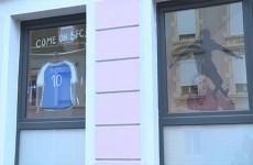 Le SFC souhaite que les magasins se parent d'objets en bleu et blanc pour encourager les joueurs avant leur match de coupe de France