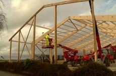 Le toit de la carrière prend forme au centre équestre de Sarreguemines
