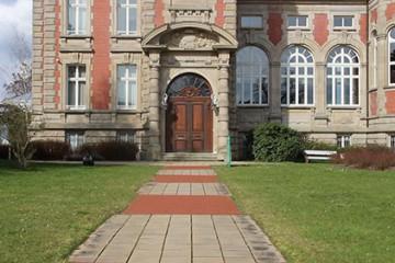 Où est la véritable entrée du château Utzschneider ?