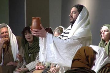 """La troupe de théâtre d'Auersmacher présente """"Der Mensch namens Jesus/L'homme nommé Jésus, seine Botschaft/son message, sein Leiden/sa passion"""""""