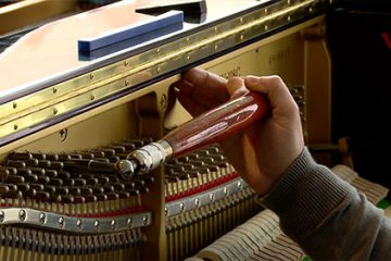 Jean-François Louis est accordeur de piano. Il nous fait partager sa passion pour son métier.