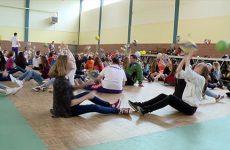 Sportifs handicapés et collégiens se mobilisent pour faire la promotion du volley-assis.