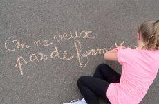 manif des parents d'élèves contre la fermeture de la classe