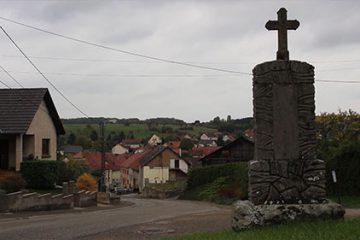S'Fahrer Kitz une croix votive érigée après guerre pour célébrer l'heureux retour au pays en 1944