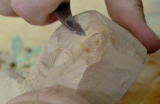 Marguerite Schouver nous présente l'activité des sculpteurs sur bois de Woustviller