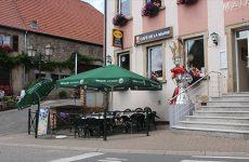 Caractéristique du village : Le café de la Mairie