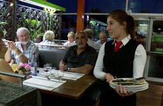 Les élèves du lycée Simon Lazard ont investi pour la première fois la cafétéria de Cora en proposant à 120 invités un diner complet