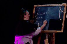 Pierrette Dupoyet réussit le pari de raconter sur scène la vie de Marie Curie