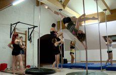 Pole dance, entre sport et sensualité - Episode 1 : entraînement intensif