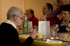 Un repas pour ne plus être seul - Les Petits Frères des Pauvres ont convié les personnes isolées à un repas de Noël