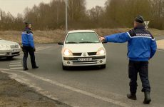 En raison de la pollution, les automobilistes doivent rouler 20 km/h moins vite.