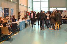 2200 lycéens à la rencontre des 120 exposants du forum d'orientation.