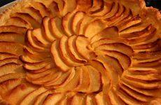 Tarte aux pommes caramélisées et au fromage blanc de la ferme Meyer à Ebring.