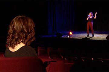"Chiara Terrana interprète une chanson d'Aguilera : ""Tough Lover"" ."