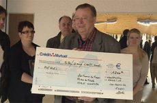 1200 euros pour l'AFAEI grâce à la maison illuminée des Mains de l'espoir de Woustviller.