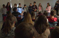 De jeunes migrants scolarisés au collège Jean Jaurès évoquent leur parcours.