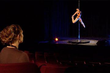Nadine Verlet fait une démonstration de Pole Dance !