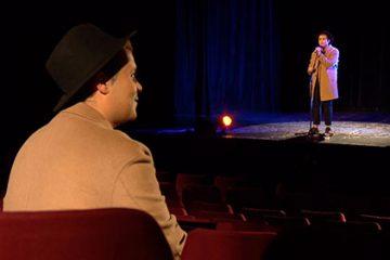 Faouzi interprète, sur la scène du Casino, « À fleur de toi » de Slimane.