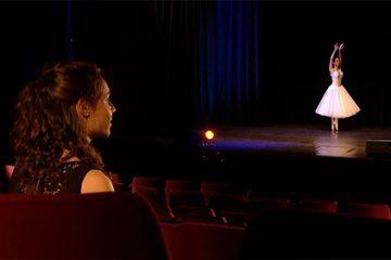 La danseuse classique Pauline Fabing, un cygne sur la scène du Casino.