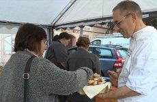 Les artisans boulangers célèbrent la fête du pain en zone piétonne de Sarreguemines.