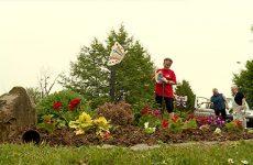 A Kalhausen, les habitants sont associés au fleurissement de la commune.