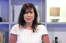 Paula Vicencio présente les différentes actions menées pour aider les jeunes à trouver un emploi.