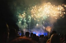 Le feu d'artifice de la fête nationale à Sarreguemines a rendu hommage au compositeur John Williams.