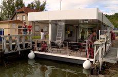 La maison flottante de Boathome est partie du port de Wittring.
