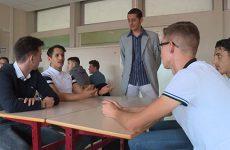 Le lycée Henri Nominé accueillait un ancien élève ayant eu la meilleure note aux examens l'an dernier.
