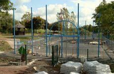 Le chantier du city stade est en cours.