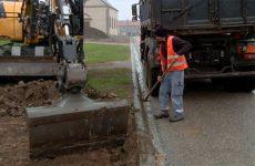 À Nelling, des parkings et des trottoirs sont en train d'être construits.