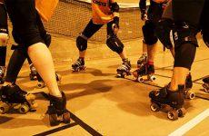 Le roller derby, un sport de filles... qui dérouillent