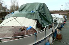 En hiver, les bateaux sont bâchés et leurs circuits d'eau coupés