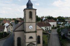Découvrez la commune de Kalhausen vue du ciel.